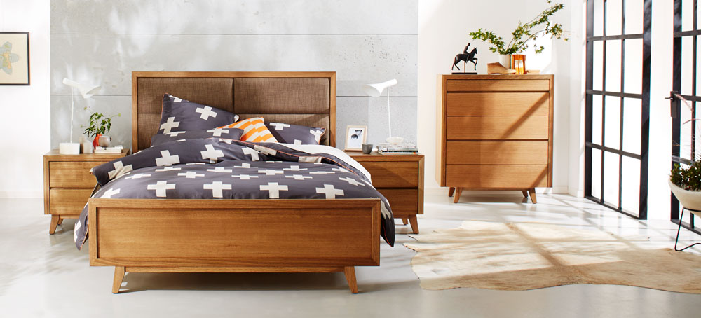 RETRO QB BED W/UPHOLSTERED HEAD (Maple, Custom) image 1