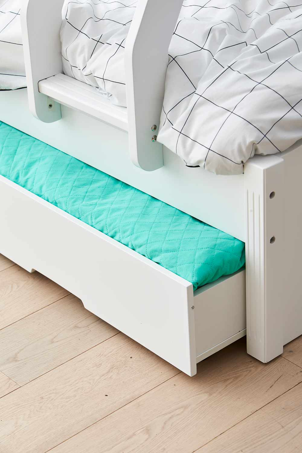 Picture of: Snow Bunk Bed W Trundle Ivory White Bedroom Furniture Forty Winks